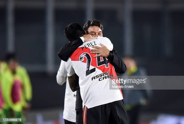 Enzo Perez of River Plate celebrates with his coach Marcelo Gallardo after scoring the second goal of his team during a match between River Plate and...