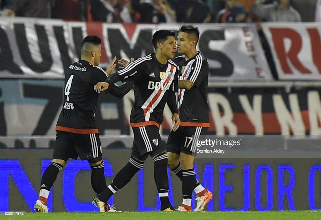 Enzo Perez of River Plate celebrates with teammates after scoring the second goal of his team during a match between River Plate and Instituto as part of round 16 of Copa Argentina 2017 at Jose Maria Minella Stadium on August 20, 2017 in Mar del Plata, Argentina.