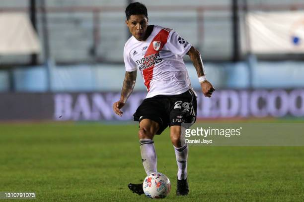 Enzo Perez of River Plate controls the ball during a match between Arsenal and River Plate as part of Copa De La Liga Profesional 2021 at Julio...