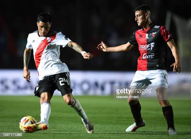 Enzo Perez of River Plate drives the ball during a match between Colon and River Plate as part of Superliga 2018/19 at Estadio Brigadier General...