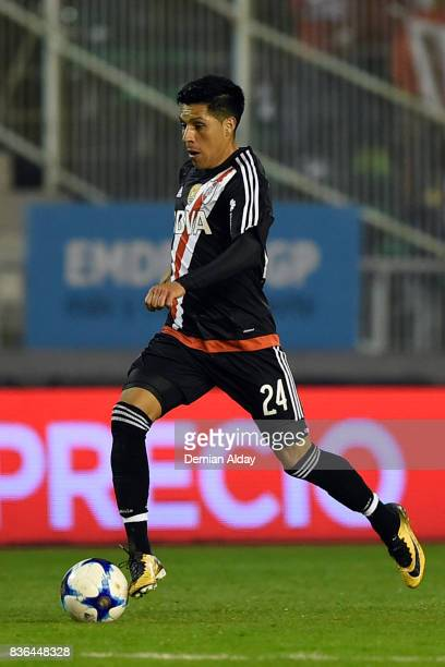 Enzo Perez of River Plate drives the ball during a match between River Plate and Instituto as part of round 16 of Copa Argentina 2017 at Jose Maria...