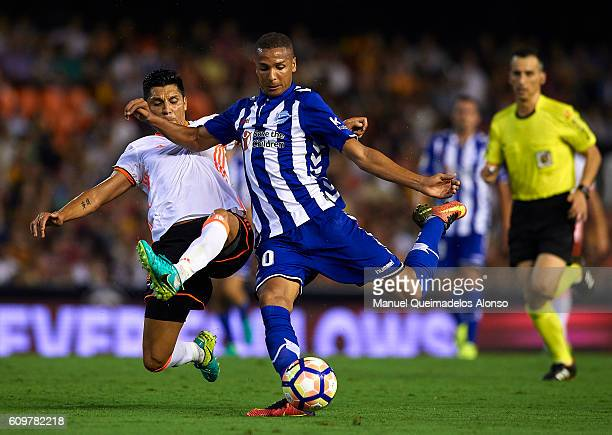 Enzo Perez of Valencia competes for the ball with Deyverson of Deportivo Alaves during the La Liga match between Valencia CF and Deportivo Alaves at...