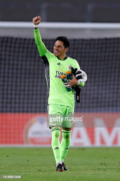 Enzo Pérez goalkeeper of River Plate celebrates after winning a match between River Plate and Independiente Santa Fe as part of Group D of Copa...