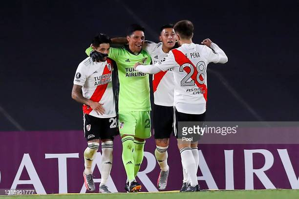 Enzo Pérez goalkeeper of River Plate celebrates with teammates after winning a match between River Plate and Independiente Santa Fe as part of Group...