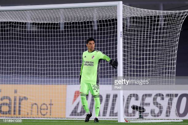 Enzo Pérez goalkeeper of River Plate looks on before a match between River Plate and Independiente Santa Fe as part of Group D of Copa CONMEBOL...