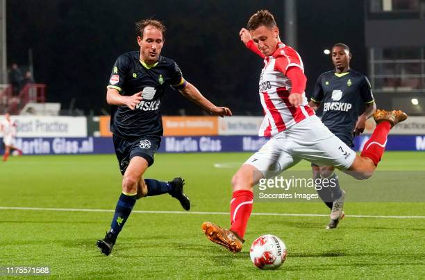 Enzo Stroo of TOP Oss, Senne Lynen of Telstar during the Dutch Keuken Kampioen Divisie match between TOP Oss v Telstar at the Frans Heesen Stadium on...