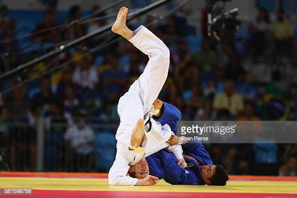 Eoin Coughlan of Australia and Seungsu Lee of Korea compete during the Men's 81kg bout on Day 4 of the Rio 2016 Olympic Games at the Carioca Arena 2...