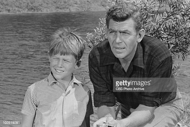 """Ep: """"Big Fish In a Small Town"""". Opie and Andy . Ron Howard;Andy Griffith"""
