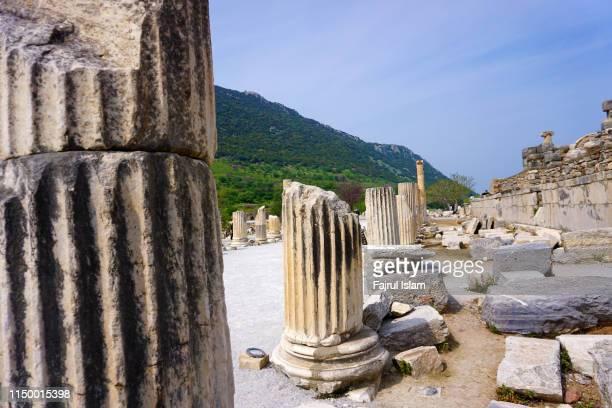 ephesus - temple grec photos et images de collection