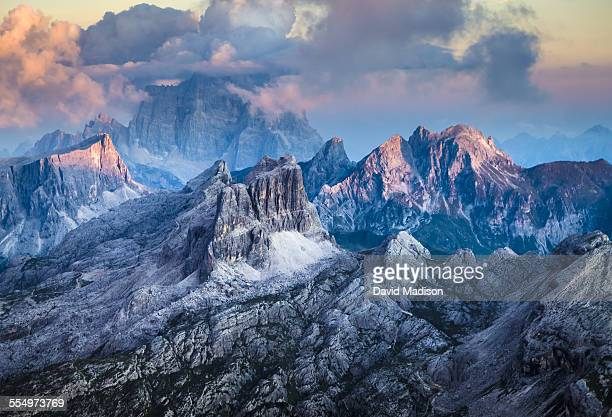epic landscapes - トレチーメディラバレード ストックフォトと画像