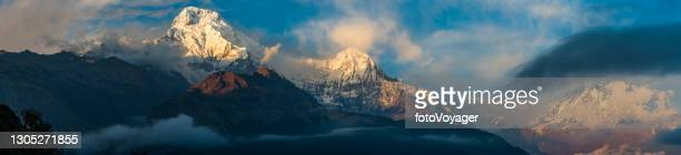 epic mountain panorama annapurna snowy summit overlooking machapuchare himalyas nepal - annapurna south stock pictures, royalty-free photos & images