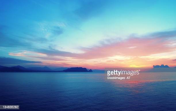 epic sunrise in south europe - horizon over water stock pictures, royalty-free photos & images