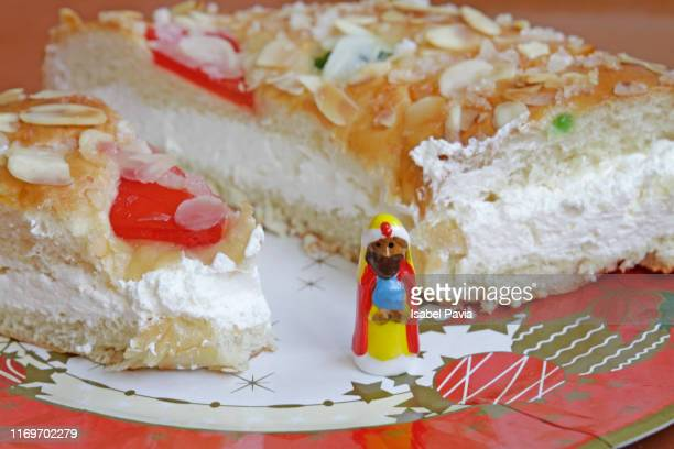 epiphany cake with king gift - epiphany stock photos and pictures
