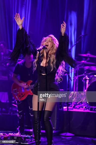 Shakira performs on March 25 2014