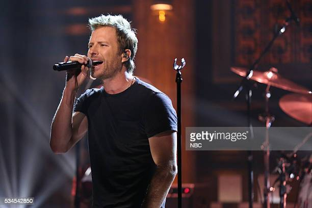 Musical guest Dierks Bentley performs on May 26 2016