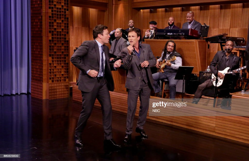 Host Jimmy Fallon sings with Actor Stephen Moyer during an interview on October 11, 2017 --
