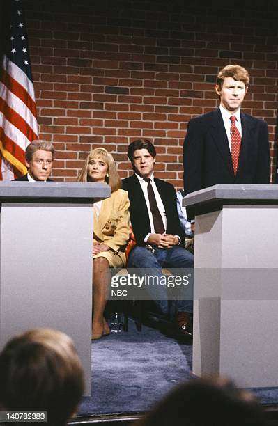 Phil Hartman as Bill Clinton Jan Hooks as Hillary Clinton Dana Carvey as Ted Koppel during the 'Nightline' skit on September 26 1992 Photo by Al...
