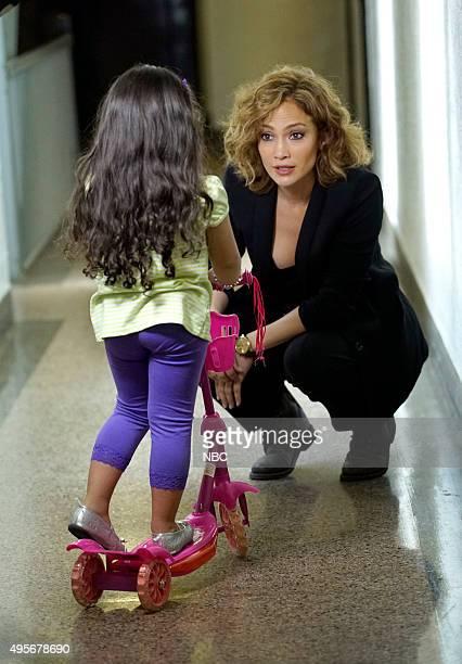 Jennifer Lopez as Detective Harlee Santos