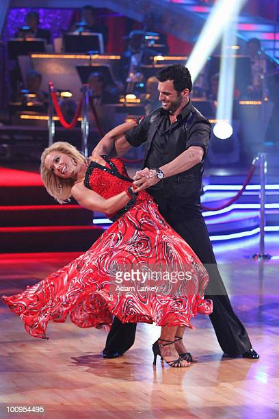 SHOW Episode 1010A In the twohour finale on TUESDAY MAY 25 all previously eliminated couples returned to perform allnew dance routines KATE