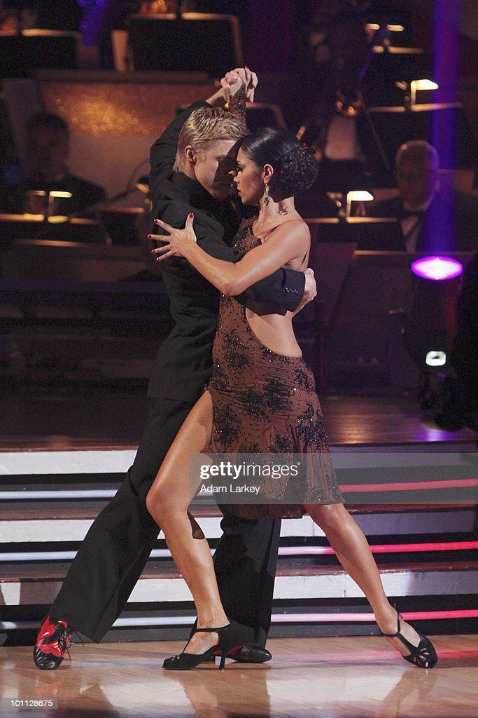 "ABC's ""Dancing With the Stars"" - Season Ten - Week Ten : News Photo"