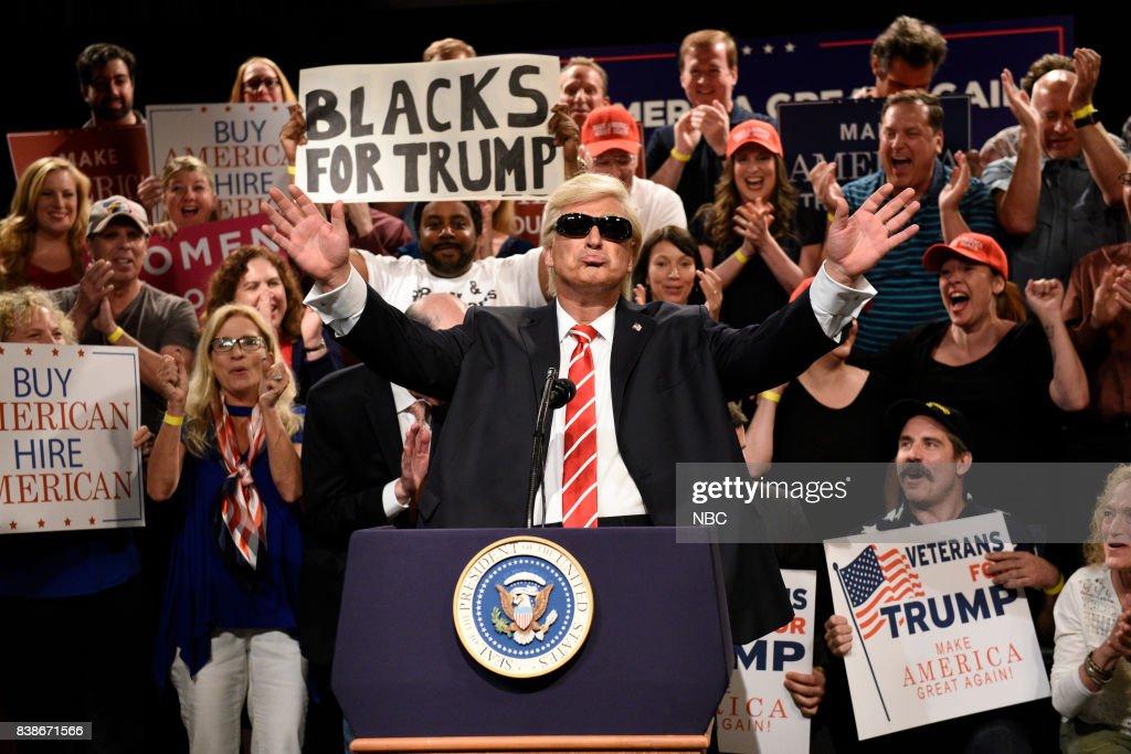 Saturday Night Live: Weekend Update - Season 1 : News Photo