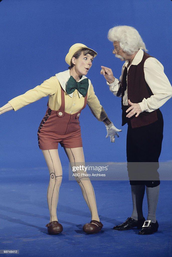 HOUR - 'Episode' 11/22/72 Julie Andrews, Extra News Photo