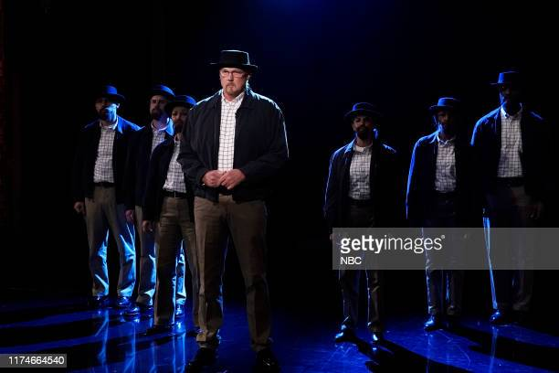 Trace Adkins as Walter White with the Heisenberg Choir during Suggestion Box on October 8 2019