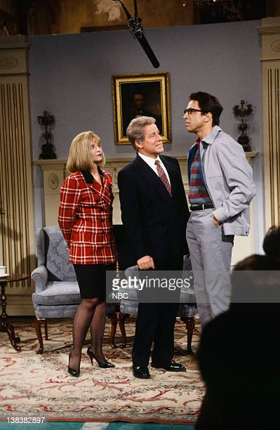 Jan Hooks as Hillary Clinton Phil Hartman as Bill Clinton Kevin Nealon as crazy person during the 'Open White House' skit on February 6 1993