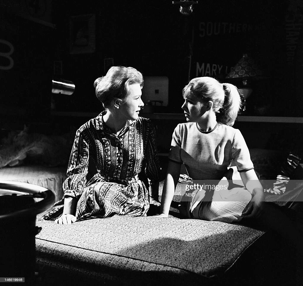 Patricia Allison as Barbara Lee, Jacqueline Courtney as Ann Lee --