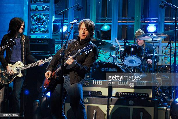 LIVE Episode 13 Aired Pictured Musical guest Keith Urban performs on February 10 2007