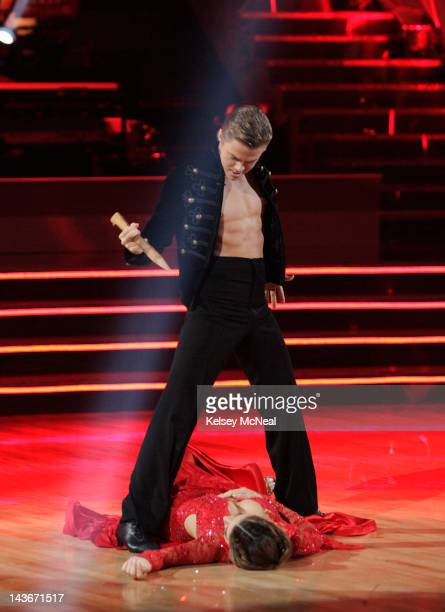 STARS 'Episode 1407A' Maria Menounos and Derek Hough entertained the audience with an encore performance of their Paso Doble on 'Dancing with the...