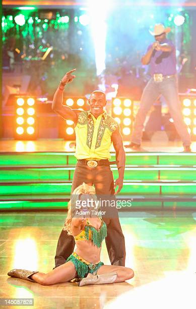 SHOW 'Episode 1410A' Donald Driver and Peta Murgatroyd entertained the audience with an encore performance of their Freestyle dance on the twohour...
