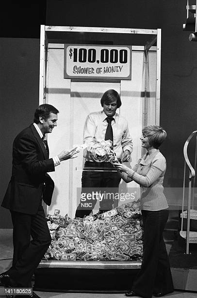 SQUARES Episode 15 Air Date Pictured Host Peter Marshall unknown contestant square guest/actress Florence Henderson at The Shower of Money Photo by...