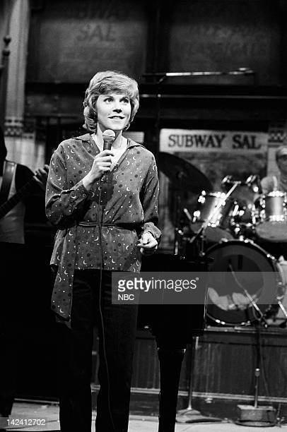 Musical guest Anne Murray performs on April 12 1980