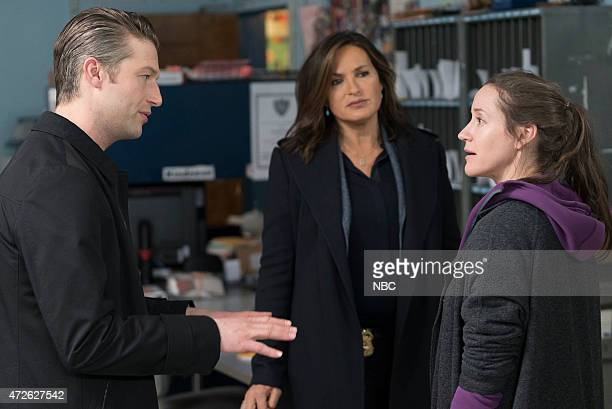"Episode 1622 ""Parent's Nightmare"" -- Pictured: Peter Scanavino as Dominick ""Sonny"" Carisi, Mariska Hargitay as Detective Olivia Benson, Brooke Bloom..."
