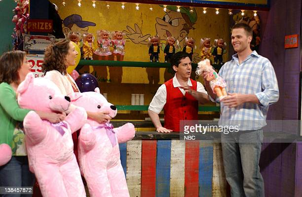 LIVE Episode 17 Aired Pictured Rachel Dratch as wife Maya Rudolph as wife Chris Parnell as salesman Tom Brady as Alan during 'Touchdown' skit