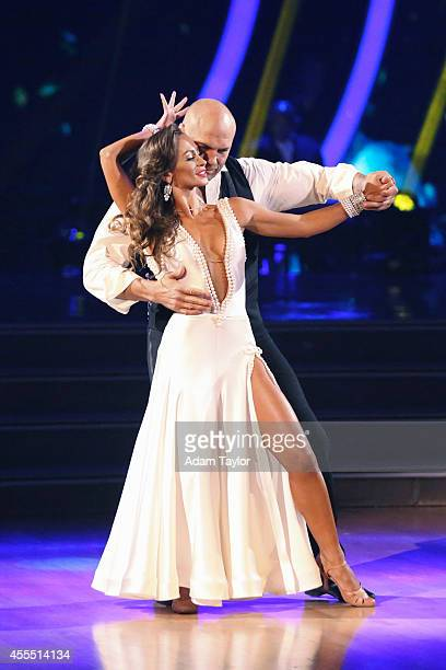 STARS Episode 1901 Dancing with the Stars is back with an allnew celebrity cast and fresh show format The competition begins with the twohour season...