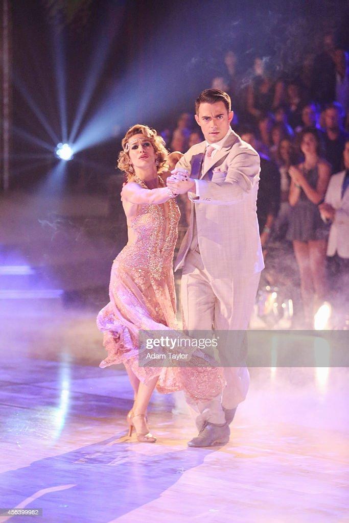 ABC's 'Dancing With the Stars' - Season 19 - Week Three : News Photo