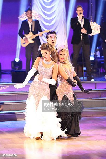 STARS Episode 1909 The six remaining couples on Dancing with the Stars danced to a song and dance style voted on by viewers for AMERICA'S CHOICE...