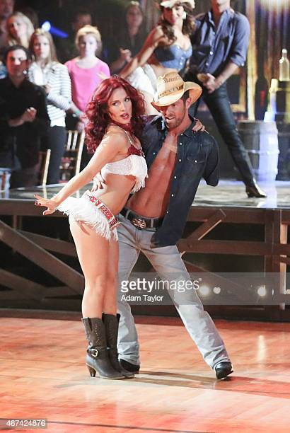 STARS 'Episode 2002' It was #myjammonday this week on 'Dancing with the Stars' Celebrity couples danced to their favorite jams on MONDAY MARCH 23 on...