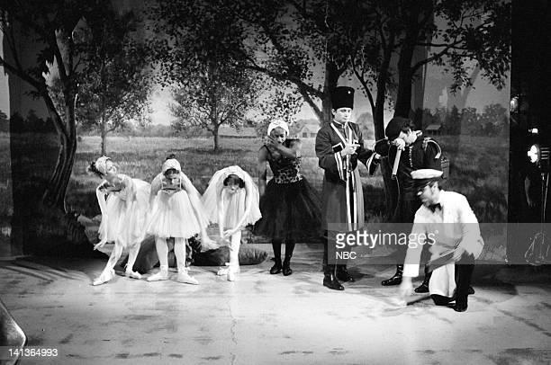 Gilda Radner as Claire Trammell Laraine Newman as Eileen Pivnick Shelley Duvall as Mavis Shire Garrett Morris as Buddy Dongully Bill Murray as Pete...