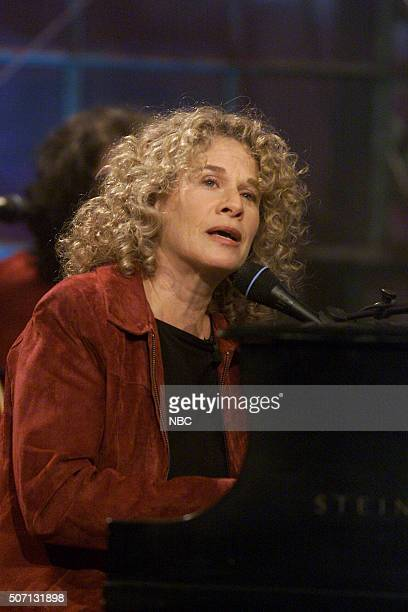 Singer Carole King performs on May 7 2002