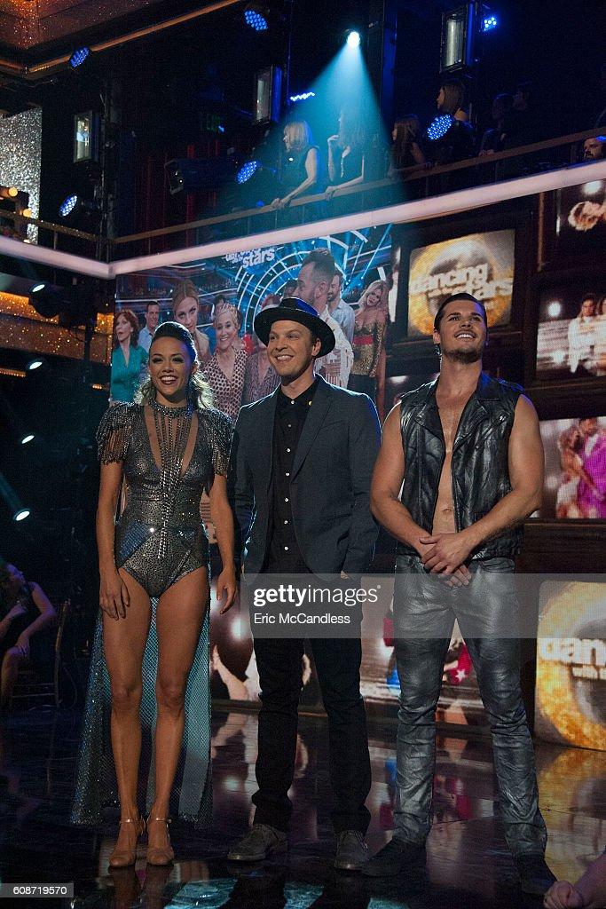 """ABC's """"Dancing With the Stars"""": Season 23 - Week Two : Fotografía de noticias"""