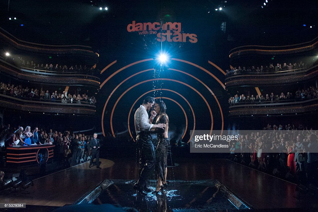 "ABC's ""Dancing With the Stars"": Season 23 - Week Six : Fotografía de noticias"