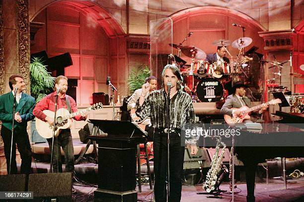 Musical guest Hal Ketchum performs on May 31 1993