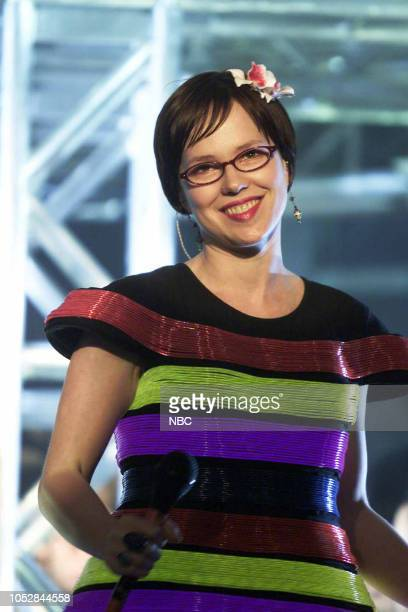 Musical guest Annette Strean of 'Venus Hum' performs on April 22 2003