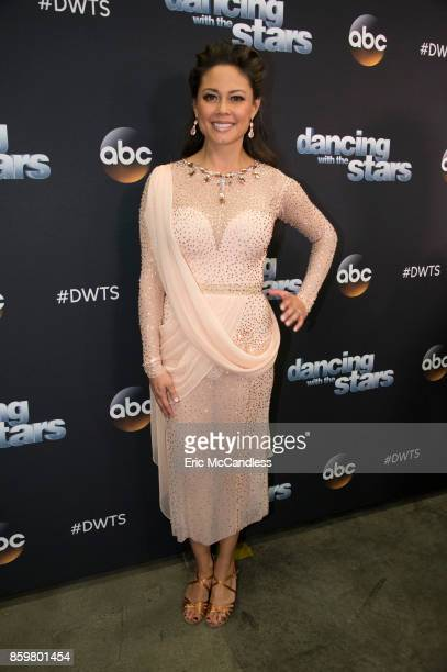 STARS Episode 2504 The 11 remaining celebrities wax nostalgic as they stroll down memory lane and celebrate with a dance to a time in their lives...