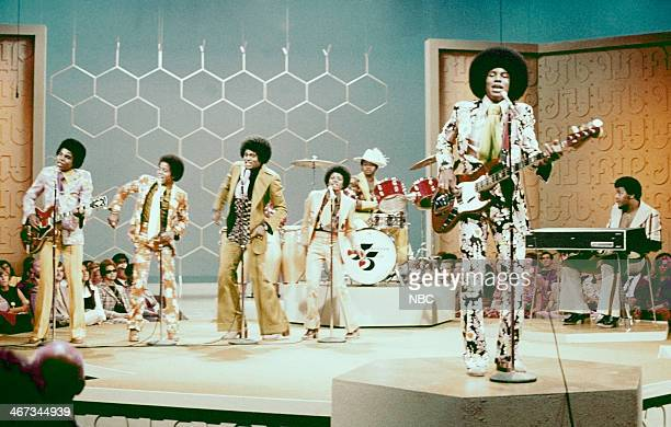 Tito Jackson Marlon Jackson Jackie Jackson Michael Jackson Johnny Jackson Jermaine Jackson Ronnie Rancifer of musical guest The Jackson 5