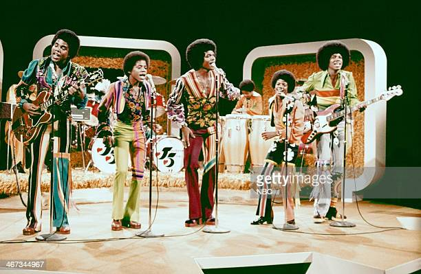 Episode 306 -- Pictured: Tito Jackson, Marlon jackson, Jackie Jackson, Randy Jackson , Michael Jackson, Jermaine Jackson of musical guest The Jackson...