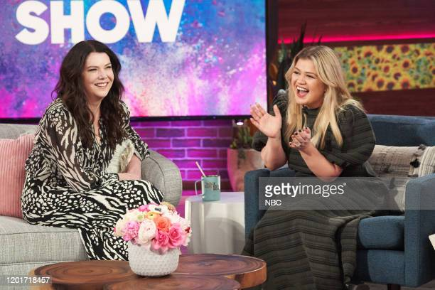 Episode 3107 -- Pictured: Lauren Graham, Kelly Clarkson --